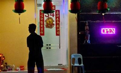 Một vài nhà chứa có giấy phép tại khu vực Geylang, một trong các phố đèn đỏ được chỉ định tại Singapore. Ảnh: SCMP