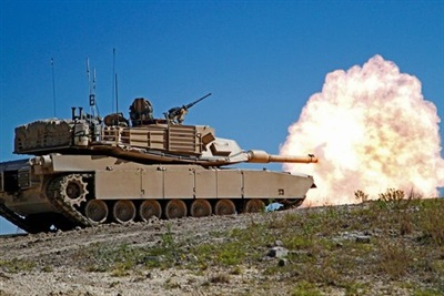 Một chiếc xe tăng M1A2 Abrams