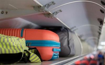 Quy định về hành lý xách tay trên mỗi chuyến bay thường khá gắt gao, hiện nay thông thường mỗi hành khách chỉ được phép mang tối đa 7kg.