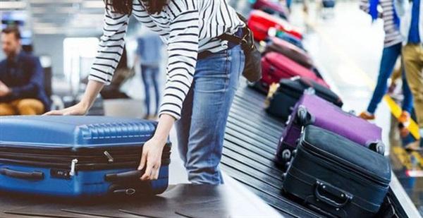 Tốt hơn hết, bạn nên tự cân hành lý xách tay của mình tại nhà hoặc mua gói hành lý ký gửi nếu muốn mang theo nhiều đồ đạc trong những chuyến du lịch dài ngày.