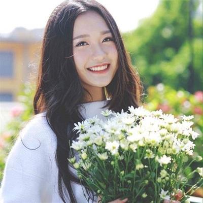 Doãn Hải My thực ra không còn là cái tên xa lạ đối với giới trẻ Hà Thành. Cô từng được biết đến qua bức ảnh áo dài ngay từ khi còn là học sinh lớp 10 của Trường THPT Marie Curie và nổi tiếng trên các trang mạng xã hội một thời nhờ gương mặt xinh đẹp của mình.