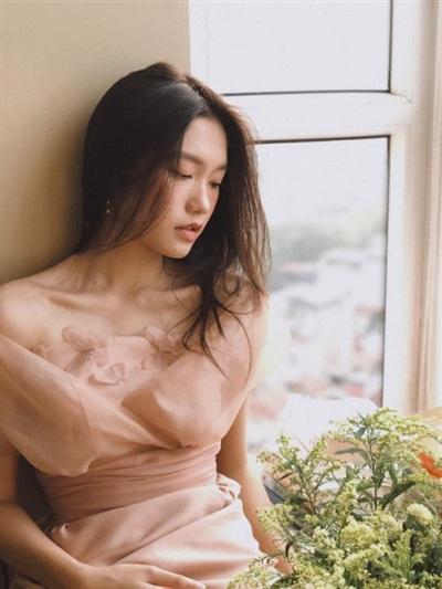 Bên cạnh việc học Đại học, nữ sinh 19 tuổi còn thường xuyên làm mẫu ảnh thời trang.