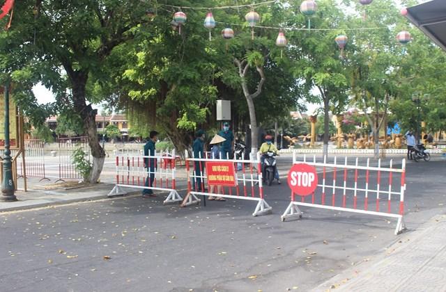 Lực chức năng phong tỏa một khu phố cổ Hội An.