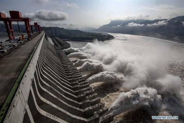 Mưa lớn kéo dài 2 tháng qua ở Trung Quốc dẫn đến lũ lụt tồi tệ đã khiến ít nhất 158 người thiệt mạng và mất tích.