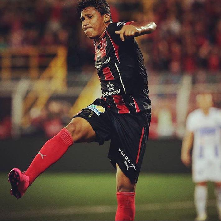 Ariel Rodriguez (áo đỏ) và Jose Ortiz (áo đen) được kỳ vọng sẽ giúp hàng công CLB TP.HCM thi đấu khởi sắc hơn ở giai đoạn 2 của V.League 2020. Ảnh: Insta
