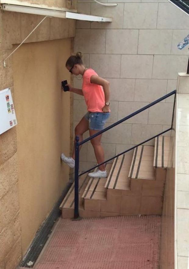 Chiếc thang này dẫn tới tương lai của tôi - vô định.