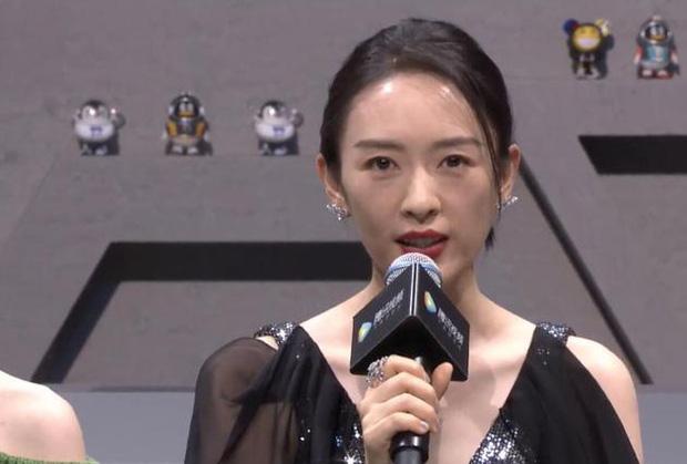 Đồng Dao chia sẻ với báo chí về số phận cuộc ly hôn giữa Cố Giai và chồng.