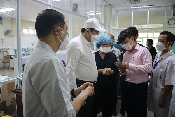 Chủ tịch UBNDTP Đà Nẵng Huỳnh Đức Thơđộng viên các y bác sĩ