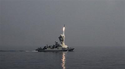 Tàu chiến Nga phóng tên lửa hành trình Kalibr tấn công mục tiêu khủng bố ở Syria.