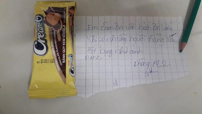 Cô gái gửi lời nhắn nhủ cho anh hàng xóm để xin mật khẩu.