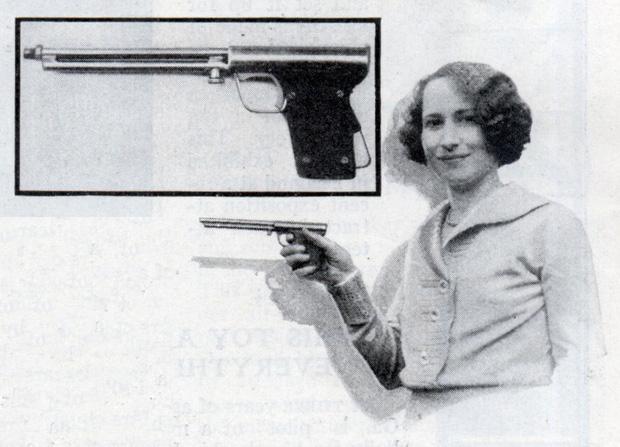 Đây là súng nhưng là súng bắn ruồi. Người xưa coi việc tiêu diệt được ruồi từ xa là một thú vui. Đó là lý do chiếc súng này ra đời, thế nhưng vì lũ ruồi vẫn nhởn nhơ ra đấy, nên loại súng này cũng bị ngưng sản xuất.