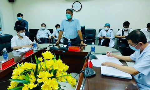Thứ trưởng Bộ Y tế cho rằng 10 ngày tới mới là đỉnh dịch, người dân cần hết sức cảnh giác.