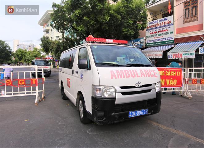 Mặc dù có lúc kiệt sức vì chuyển nhiều ca bệnh, nhưng các nhân viên 115 Đà Nẵng vẫn quyết 'không ngã quỵ'.