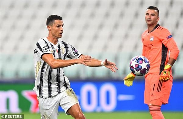 Liên tiếp ghi bàn nhưng Ronaldo không có nhiều thời gian để ăn mừng, anh chỉ muốn trận đấu tiếp tục nhanh nhất có thể.