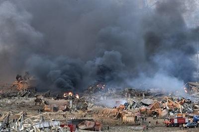 Khủng cảnh như 'ngày tận thế' sau vụ nổ thảm khốc ở Lebanon hôm 4/8. Ảnh: EPA