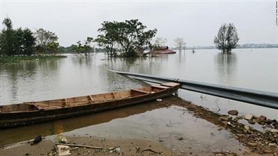 Bờ hồ Bà Dương tỉnh Giang Tây bị vỡ.