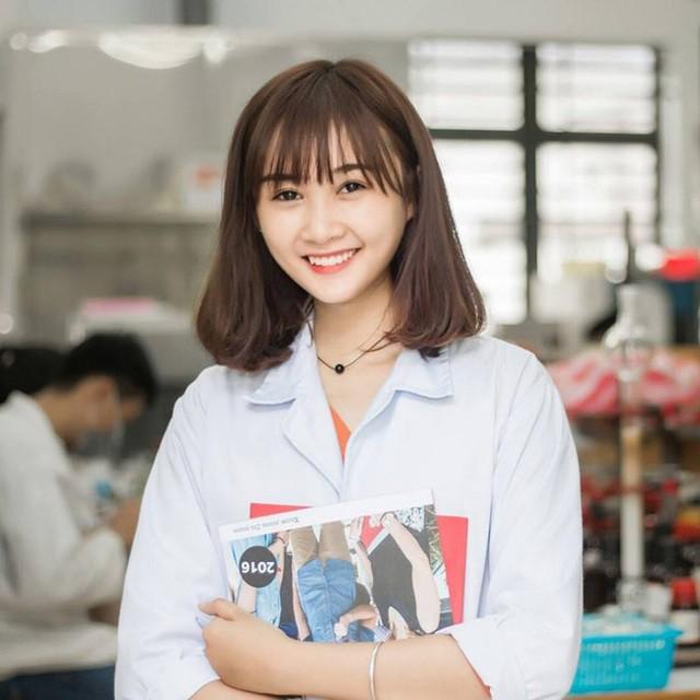 Nữ sinh 'nổi như cồn' trong cộng đồng Bách Khoa chính là Nguyễn Hạ Thảo, sinh năm 1998, hiện đang theo học ngành Quản lý Công nghiệp của trường ĐH Bách Khoa TP.HCM.