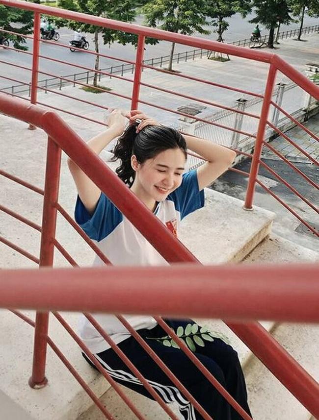 Nữ sinh Trịnh Minh Tâm từng gây ấn tượng trong buổi xem bóng đá của trường trong trận bán kết giải vô địch Châu Á giữa đội tuyển Việt Nam và Hàn Quốc.
