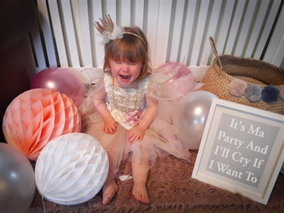 Tại sao mọi người lại hát bài 'chúc mừng sinh nhật' vào ngày thôi nôi của con chứ?
