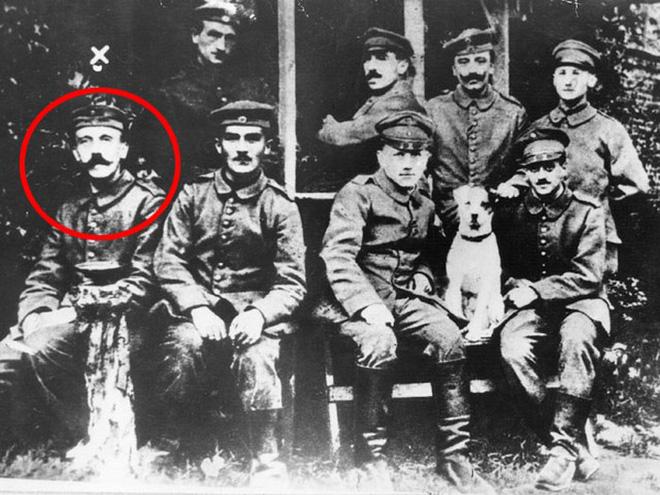 Hitler là một người lính liên lạc trong quân đội Đức, ông còn giành được huân chương Chữ thập Sắt hàng Nhất cho những chiến công của mình (Ảnh: Ribalych)
