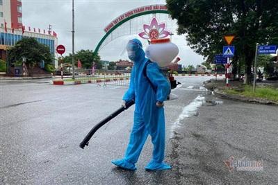 Khử trùng đường phố tại nơi có nguy cơ lây dịch