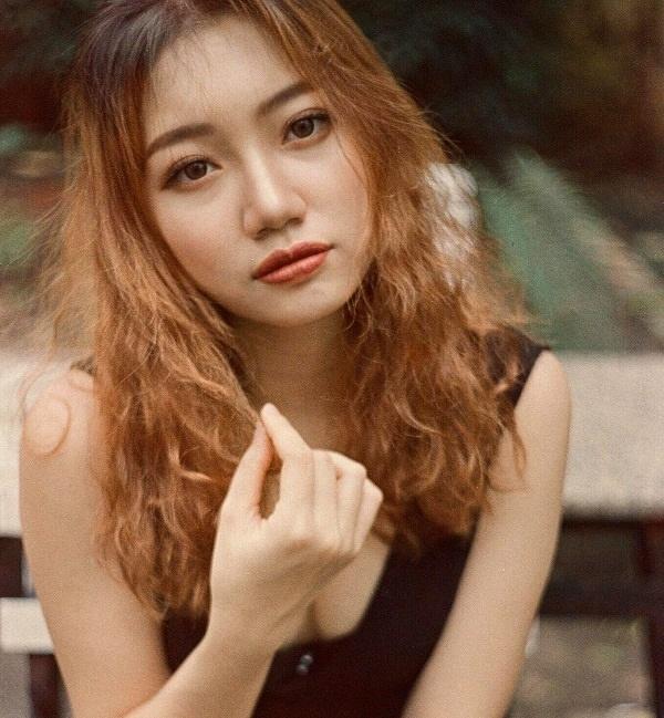 Chayxamlet Vatsana sinh năm 2000, đến từ Hải Phòng, là con lai Lào - Việt. Cô có chiều cao 1m68, nặng 52kg, số đo 3 vòng: 83-62-95, hiện đang là sinh viên ĐH Thương mại Hà Nội.