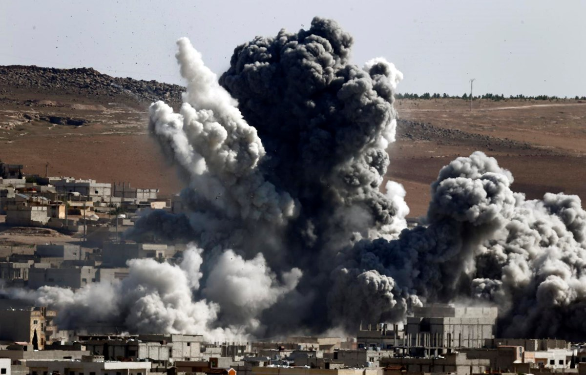 Khói bụi bay lên sau một vụ không kích của Mỹ tại Syria. (Nguồn: Reuters)
