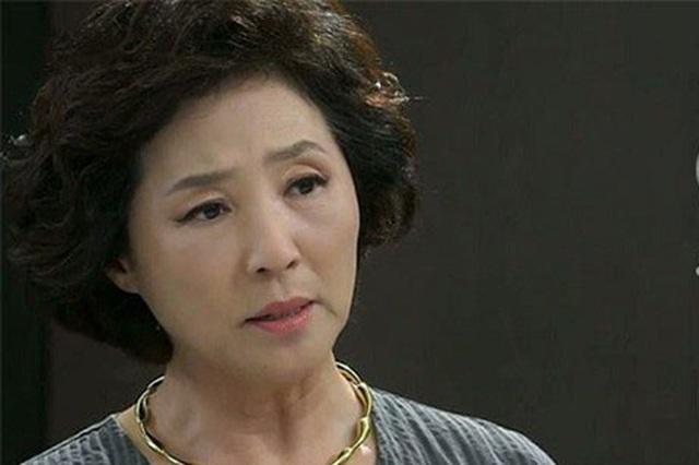 Những lời của mẹ chồng khiến Loan tin rằng Thưởng sẽ quay đầu và không phản bội cô nữa. (Ảnh minh họa)