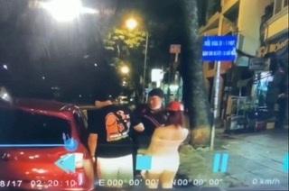 Camera ghi lại cảnh Chánh móc túi trộm điện thoại của anh Kong Soekin
