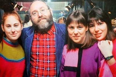 Ông Polgar và 3 cô con gái.