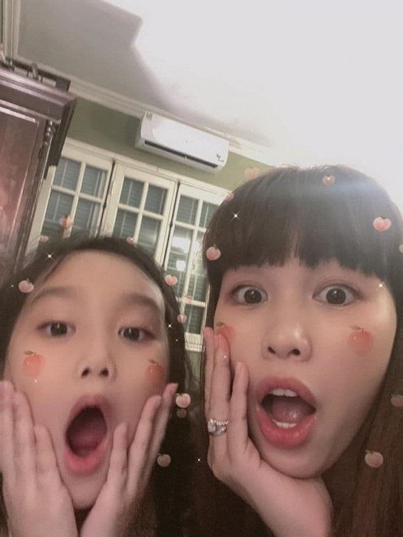 Hà Anh rất thân thiết với cô em gái 7 tuổi