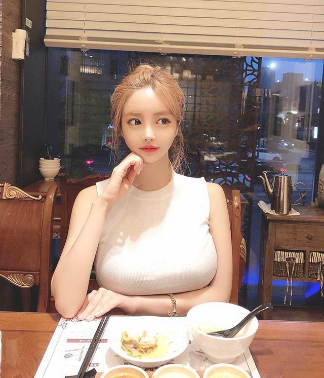 Lee Seo Yeong - một trong hai cô nàng đang rất được chú ý tại Hàn Quốc