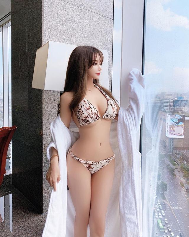 Mặc dù rất xinh đẹp và gợi cảm, nhưng Seo Yeong bị chê là có 'mặt đơ' ở nhiều góc chụp