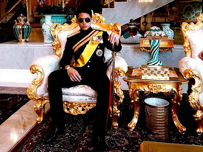 Ngay từ nhỏ, Hoàng tử Abdul Mateen đã sống trong nhung lụa.