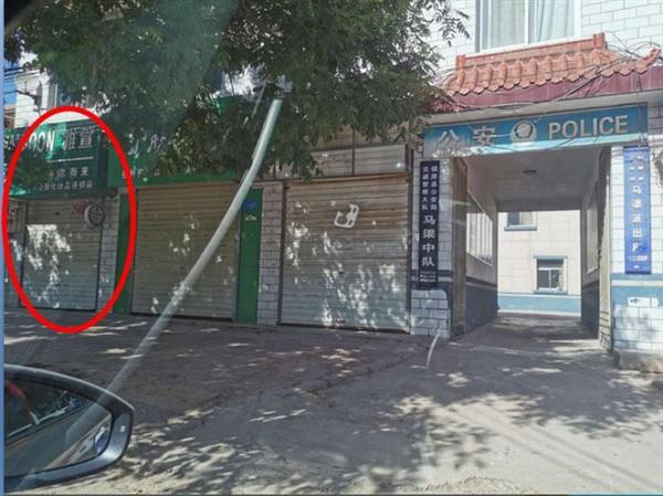 Cửa hàng mỹ phẩm của nạn nhân nằm ngay cạnh đồn công an