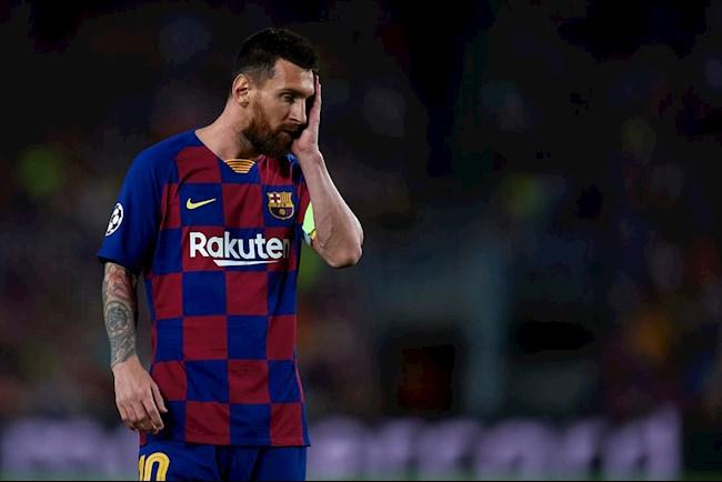 Tình thế đang bất lợi cho Messi. Càng kéo dài thời gian, anh càng trở thành 'kẻ phản diện' khi vắng mặt trái phép trong các buổi tập và trận đấu của Barca cũng như rất khó tìm được đội bóng mới.