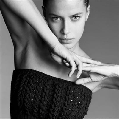Nicole Poturalski là gương mặt rất được các nhãn hàng và tạp chí ưa chuộng.