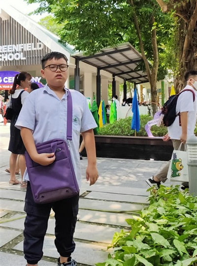 Cứ mỗi mùa khai giảng, Bi Béo lại được réo tên nhiều nhất khi liên tục thể hiện gương mặt 'khó ở' khi đến trường.