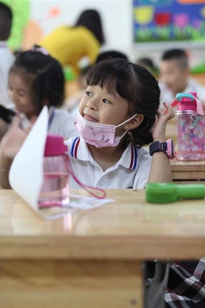 Hồng Đăng cho con theo học trường công vì muốn con gái được phát triển tự nhiên nhất.