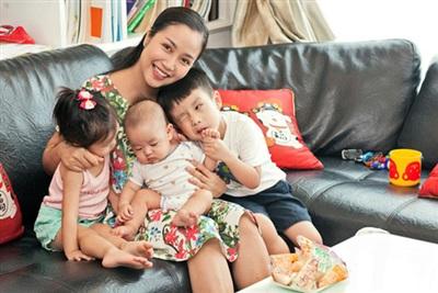 Bà mẹ 3 con Ốc Thanh Vân nổi tiếng lâu nay trong giới hot mom vì những kinh nghiệm dạy con cực chí lý.