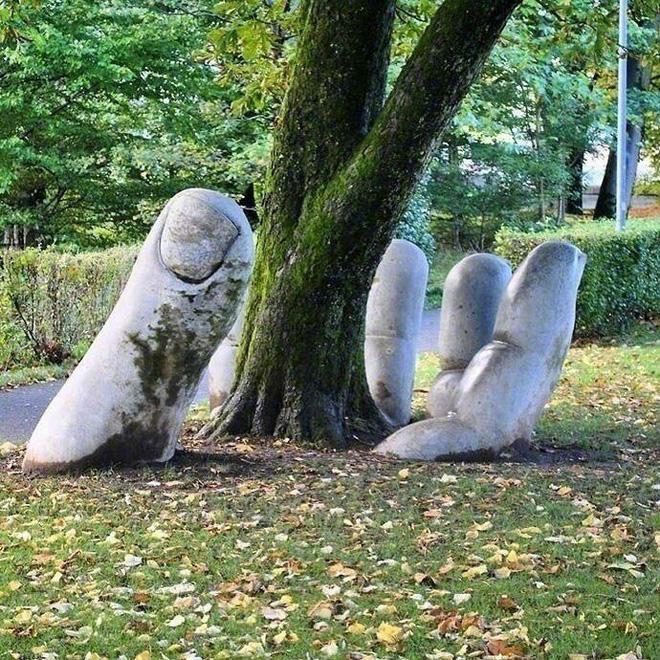 Tự nhiên đâm chồi trên nghệ thuật, hay nghệ thuật là cái nền của tự nhiên?