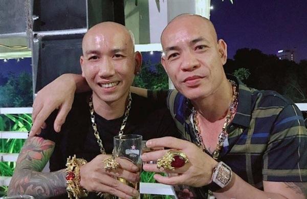 Phú Lê cùng Dũng 'trọc'. Ảnh: Dân Việt
