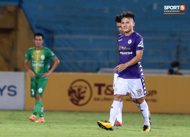 Ở trận này, tiền vệ Quang Hải cũng thuộc nhóm cầu thủ sở hữu chiều cao khiêm tốn nhưng anh cũng kịp có 2 bàn thắng, chấm dứt gần 1 năm tịt ngòi trong màu áo Hà Nội FC