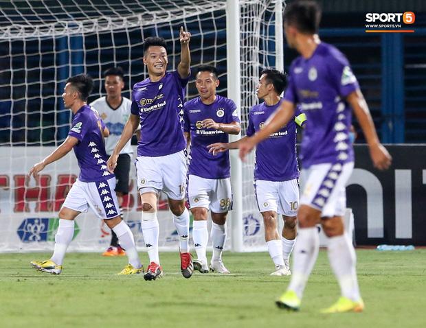 Ở trận này, Hà Nội FC sớm có bàn vươn lên dẫn trước nhờ công của Thành Chung ở phút thứ 8. Những phút sau đó, Hà Nội FC ghi thêm 6 bàn vào lưới Cần Thơ