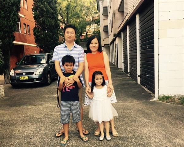 Hiện anh đã có công việc tốt ở Úc và một cuộc sống rất hạnh phúc với gia đình nhỏ của mình.