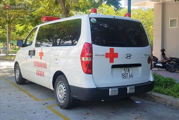 Trên xe cứu thương của ông Hải có trang bị đủ tiêu chuẩn để có thể chở bệnh nhân qua đời, cùng thân nhân họ về quê miễn phí.