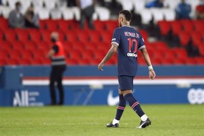Neymar rời sân vì tấm thẻ đỏ phút 90+7...