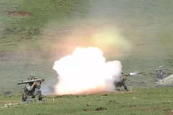Trung Quốc thử loạt vũ khí chứng minh chiếm ưu thế ở biên giới trước quân đội Ấn Độ. (Ảnh: SCMP)