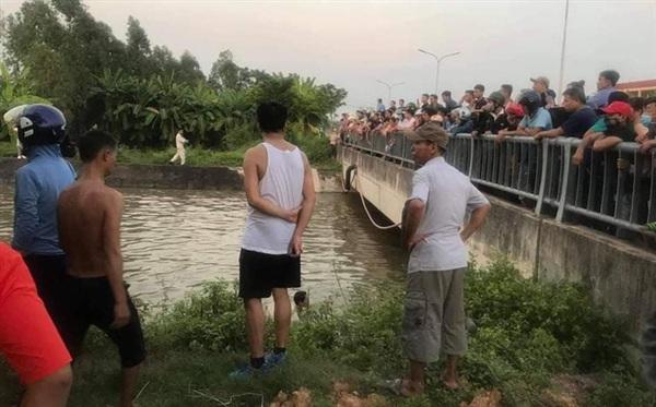 Khu vực ông H. và 2 cháu ngã xuống sông.