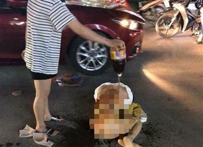 Cô gái trẻ bị đánh ghen, lột đồ giữa đường